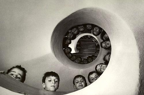 """""""Bibliothèque pour enfants, Clamart, France."""" 1965, photographie noir & blanc."""