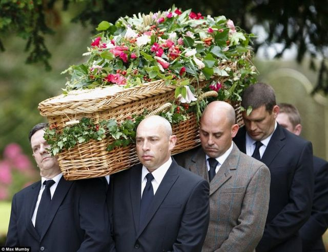 79726402fb04fcf3a277f0baca31bb26--sympathy-flowers-funeral-flowers